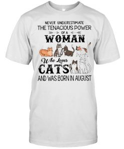 Never Underestimate The Tenacious Power Of A Woman Who Loves Cats And Was Born In August  Classic Men's T-shirt